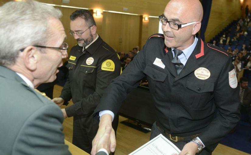 Distinguen a 137 profesionales de la seguridad privada en un acto en AEstrada